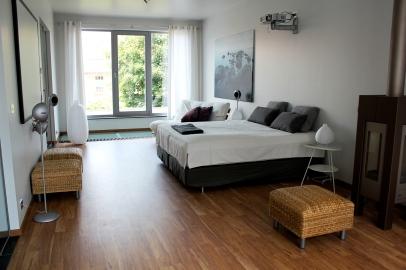 exclusieve ruime gastenkamer Inblauw 10 x 4 m zonder badkamer - wc - inkomhal - omkleedruimte (totaal 65m²)